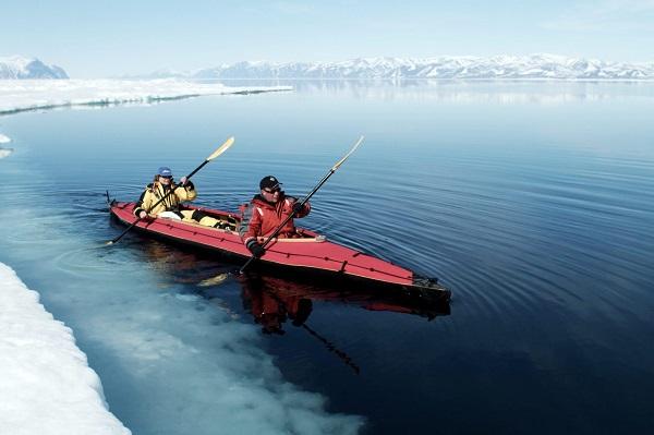 Kayaking-at-floe-edge